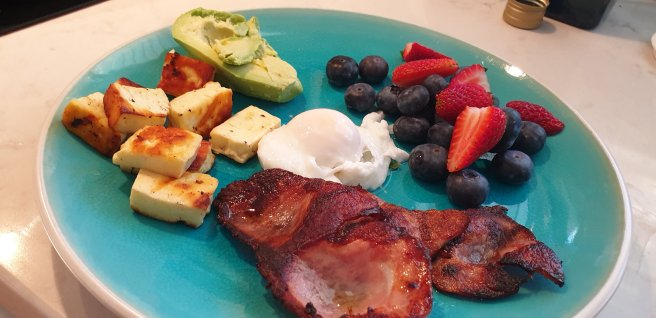 Today's breakfast of poached egg, bacon, half an avo, haloumi, blueberries & strawberries